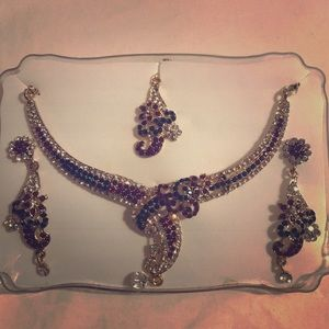 Jewelry - Indian 4piece set- necklace, earrings and tikka